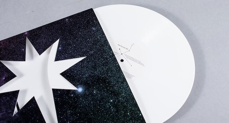 david-bowie-no-plan-ep-vinyl-edition_0005_AT8W9867